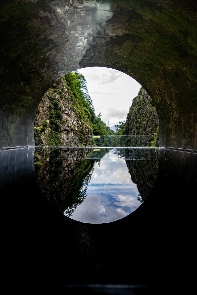 水鏡に映る清津峡の渓谷美