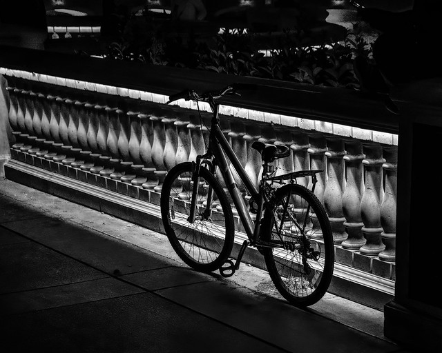 02469376423119766-125-20-05-Cycling on the Las Vegas Strip at Night-6-Black and White