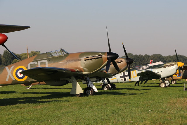 2019-08-24; 0012. Hawker Hurricane Mk.I (1940), G-HRLI, V7497, X-SD, Supermarine Spitfire Mk1 (1940), N3200, QV en Hispano Buchon (Messerschmitt Bf 109) Yellow 10 (1959).