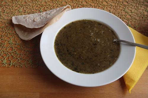Persisches Lavash-Brot zu Khoresht-e Rivas-Reste-Suppe