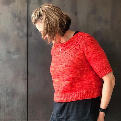 Dead Easy by Karen Fernandes is knit top down in any yarn weight from fingering to light worsted. The cropped body and sleeves can be knit as long as you want.