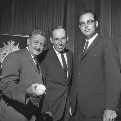 Mayor Briley with Unknown Individuals