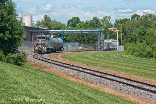 caldwell county cwcy gp16 scl family lines system hudson nc hgline train railroad locomotive trees grass sky