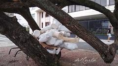 Copacabana manequins 200304 010 corpos prédio árvores aberta pedras portuguesas fachada passante boa