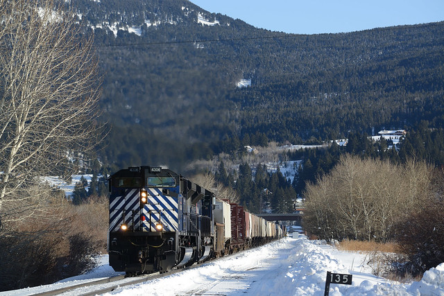MRL 4306 leading the LM east of Bozeman, MT