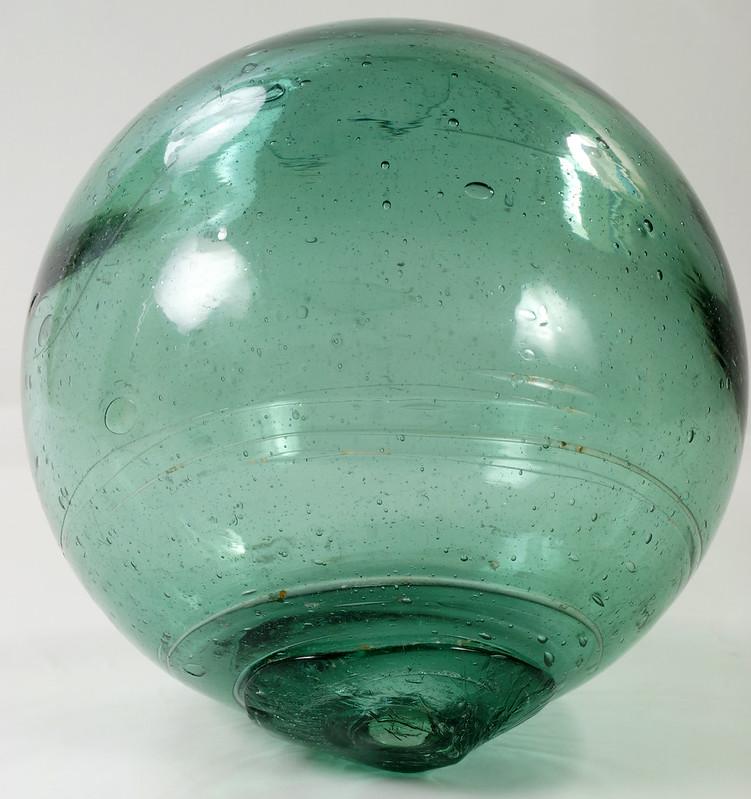 RD21822 Vintage Green Glass Fishing Float 5 inch Diameter DSC05374