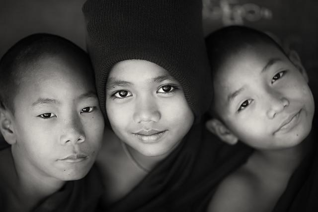 Myanmar (Burma), Buddhist novices in Salay