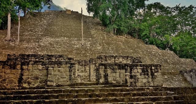 MEXICO, Mayastätte Calakmul, inmitten eines unendlich scheinenden Dschungels. verborgen, versteckt im tiefen Urwald , 19761/12688