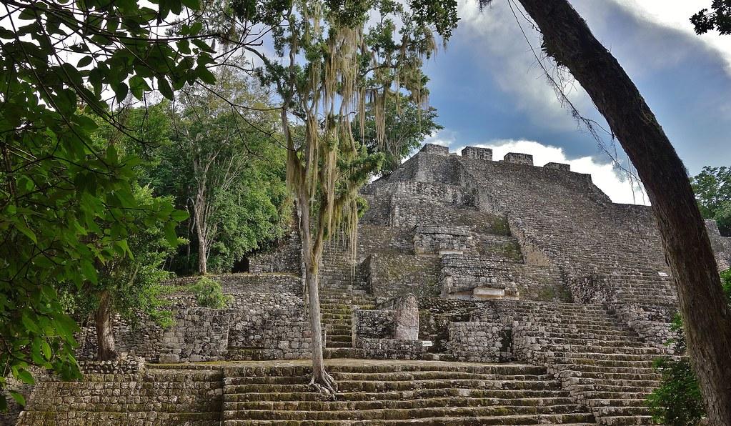 MEXICO, Mayastätte Calakmul, inmitten eines unendlich scheinenden Dschungels. verborgen, versteckt im tiefen Urwald , 19764/12691