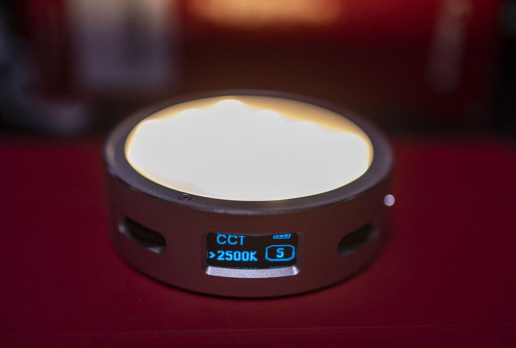 調光・調色できる手のひらサイズのLEDライト:GODOX R1