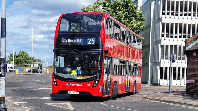 Stagecoach London 11354 - Route 25