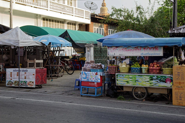 san kamphaeng saturday walking street