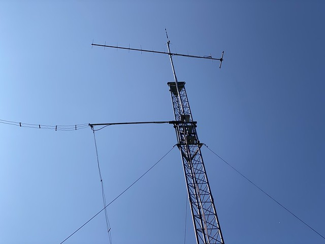 Added the Alpha Delta DX-LB Plus dipole antenna on tower.