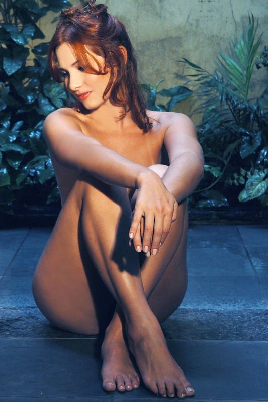 Claudia Medina , Bio Médica