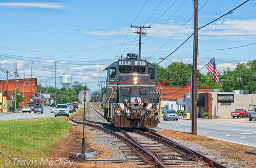 caldwell county cwcy 1811 hudson nc gp16 family lines system train railroad locomotive road trees grass sky cars buildings