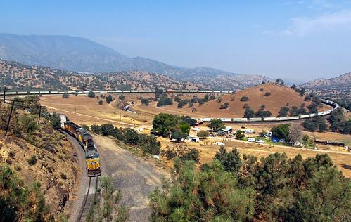 unionpacific up tehachapi tehachapiloop walongca train railfan railroad mojavesubdivision emd sd60m