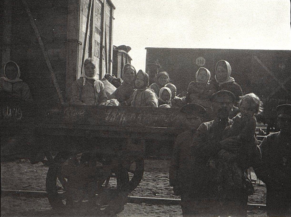 07. Передвижение беженцев по железной дороге. 1915.