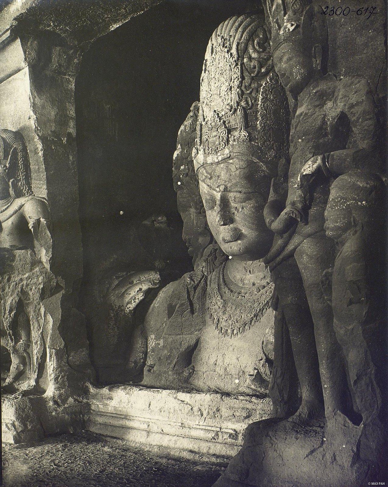 Пещерный храм в Элефанте (скульптурное изображение Тримурти) (8)