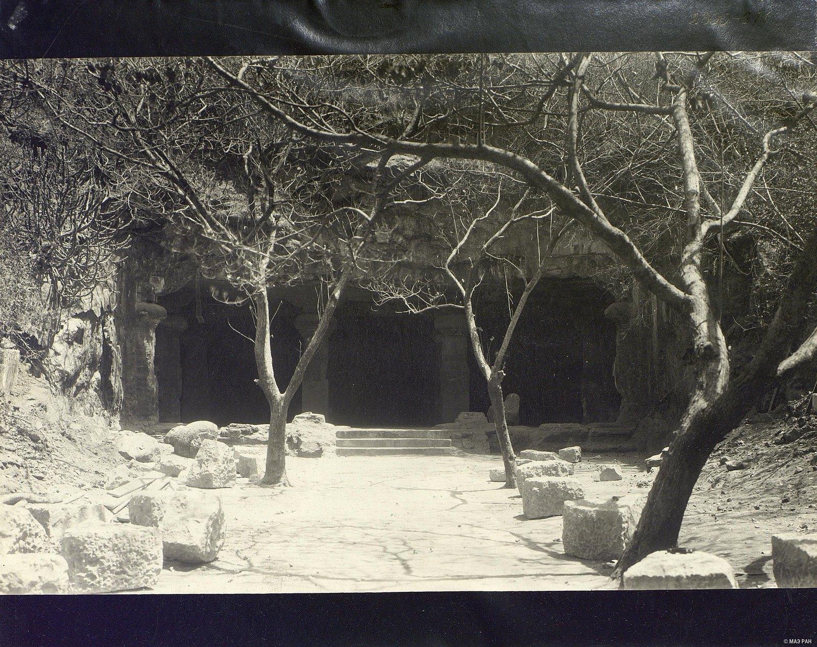 Пещерный храм в Элефанте (вход)1
