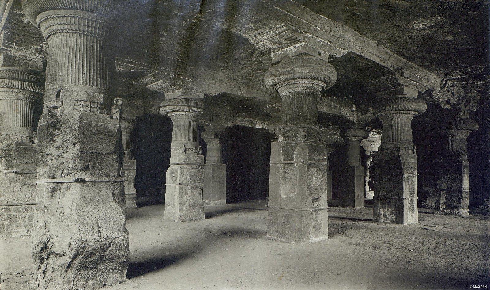 Пещерный храм в Элефанте (внутренний вид)