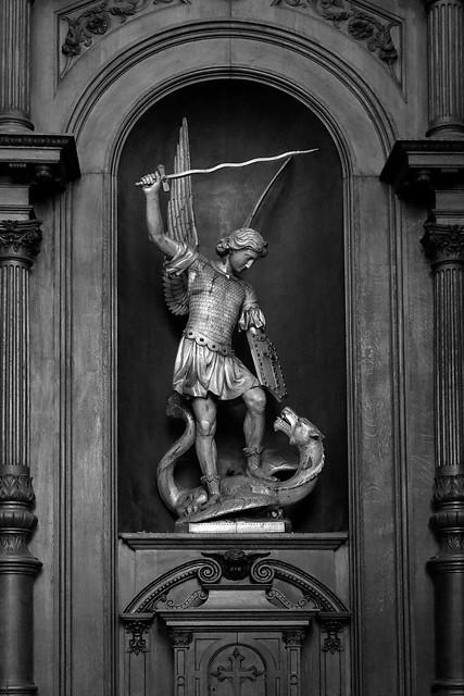 L'archange Saint Michel combattant le démon