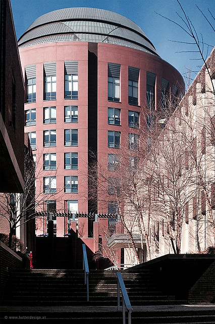 Kohn Pedersen. Fox Associates, PC, NewYork , designed the building. University of Pennsylvania, Philadelphia _ Jon M. Huntsman Hall