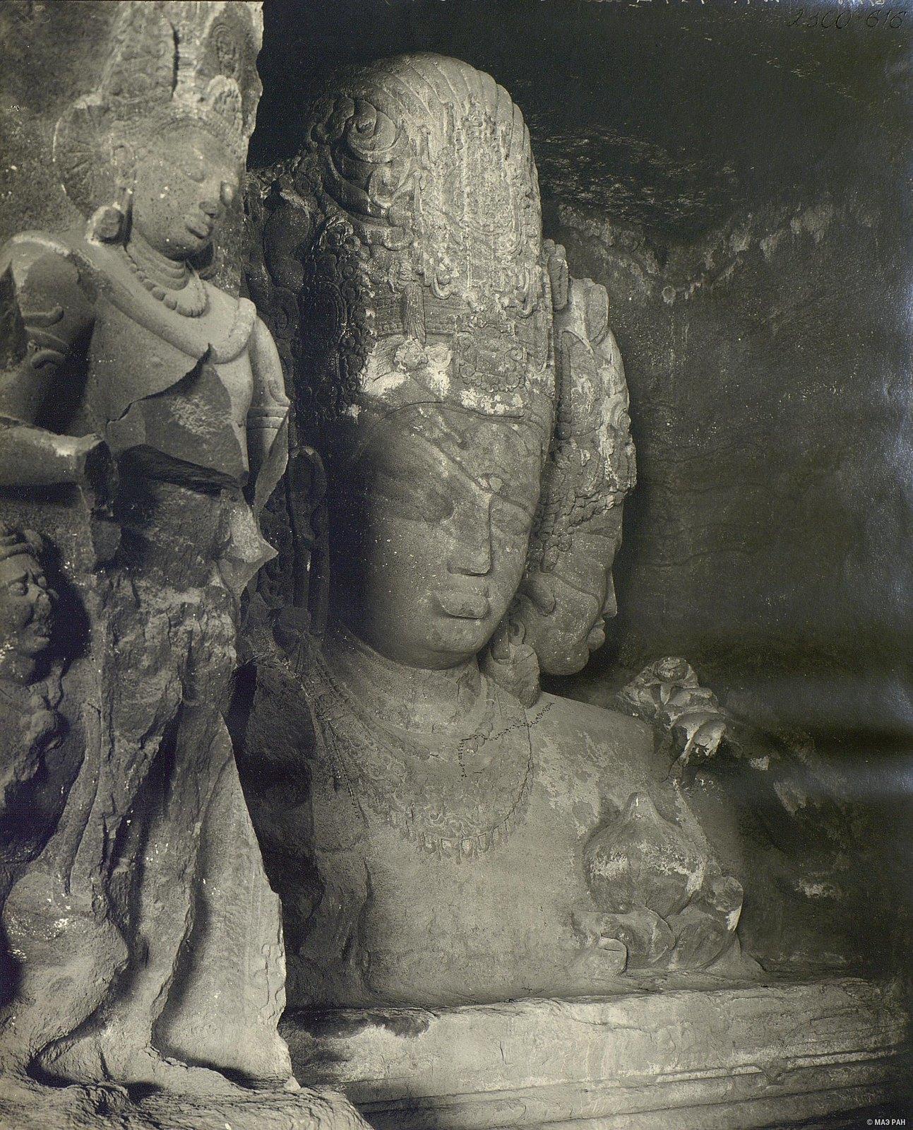 Пещерный храм в Элефанте (скульптурное изображение Тримурти) (3)