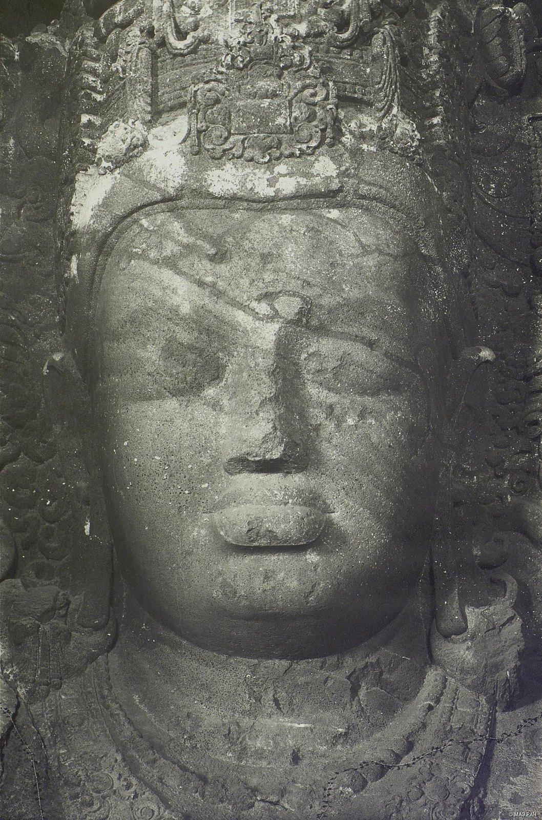 Пещерный храм в Элефанте (деталь скульптурного изображения Тримурти) (2)