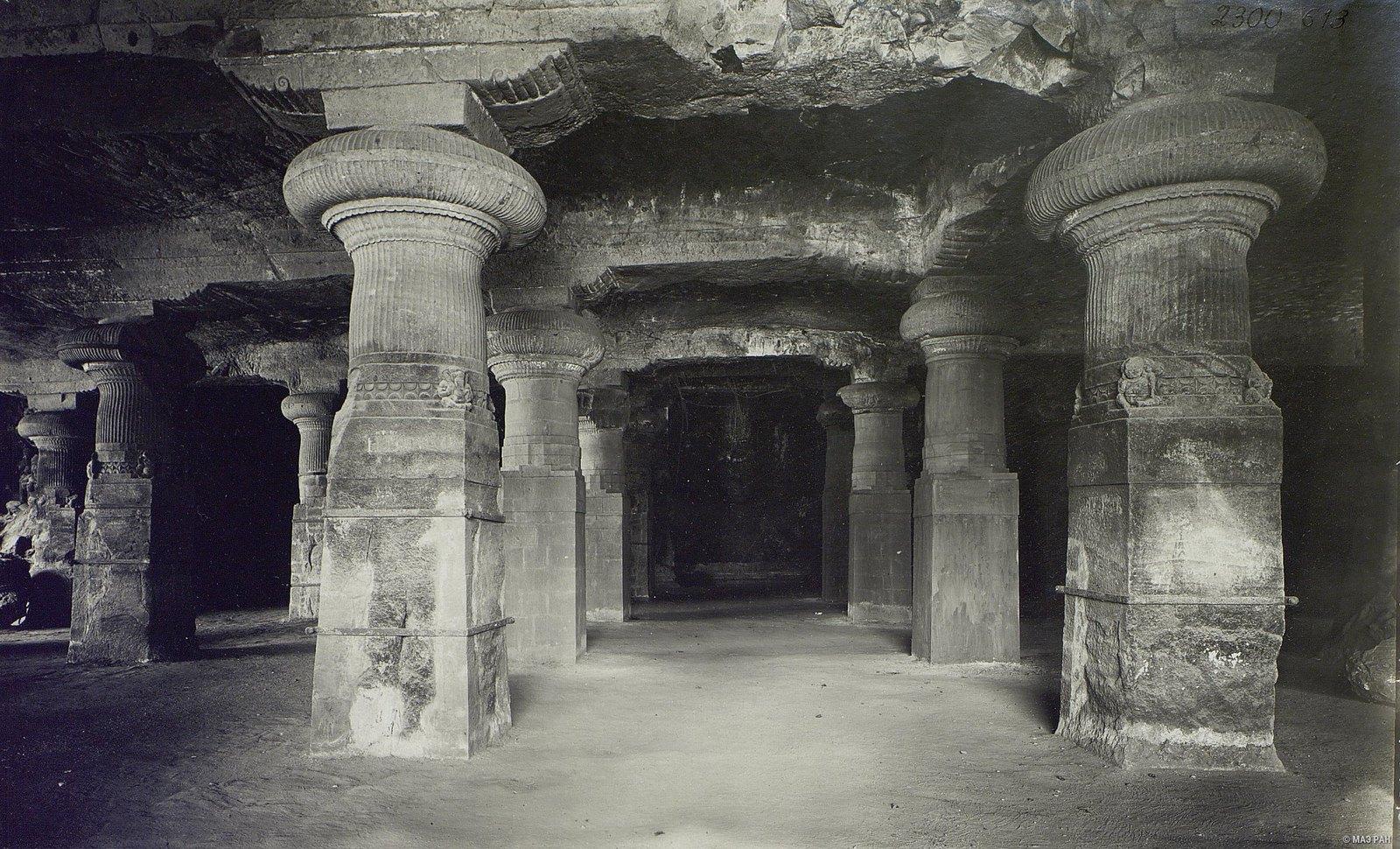 Пещерный храм в Элефанте (вход)