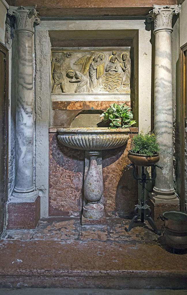 Interior_of_San_Pantaleone_(Venice)_Fonte_battesimale