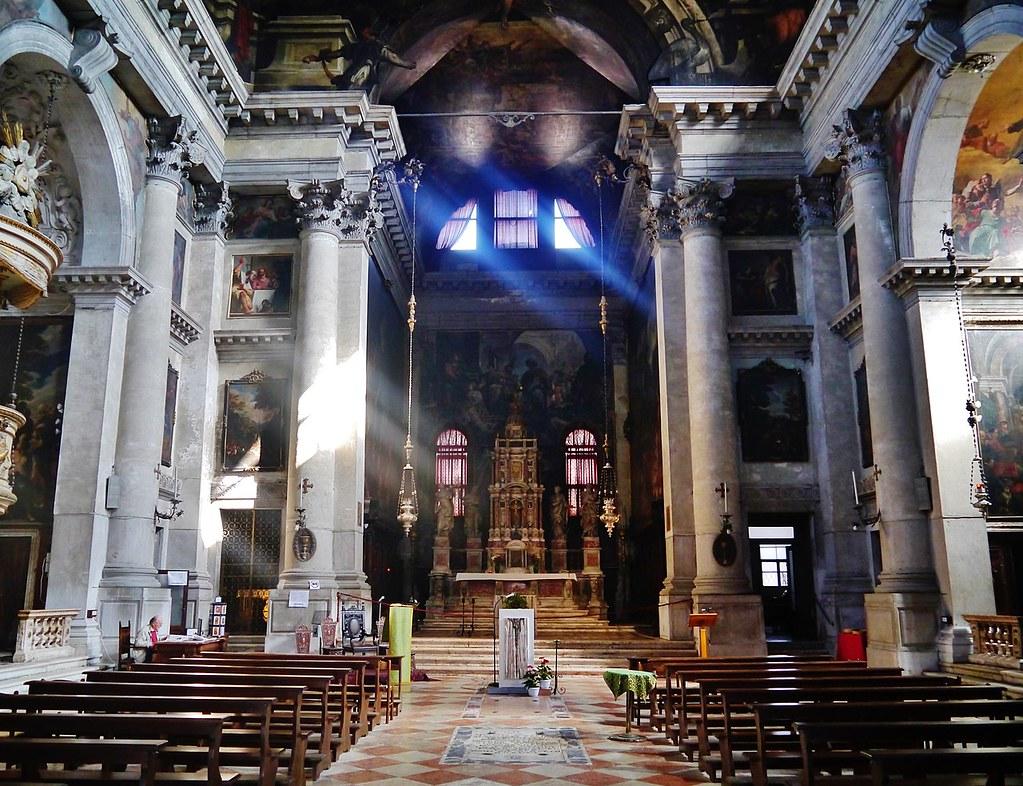 1280px-Venezia_Chiesa_di_San_Pantalon_Innen_Langhaus_Nord_2