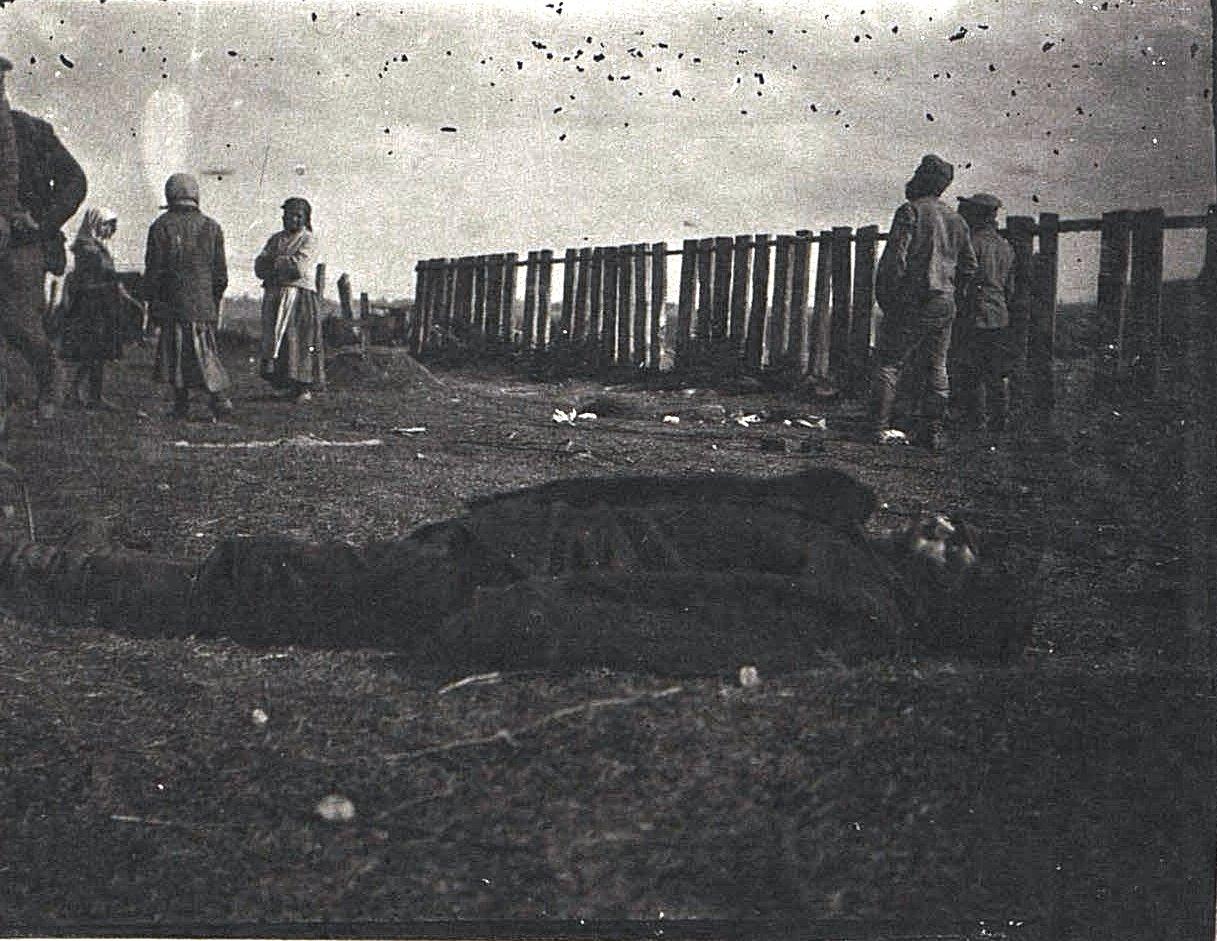 16. Убитый немецкой бомбой стрелочник. 1915