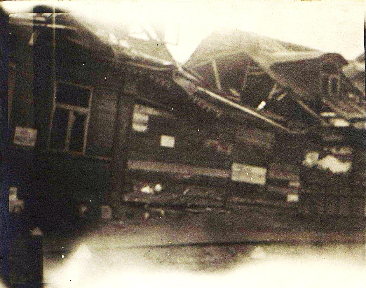 13. Дом, разрушенный немецкой бомбой. 1915