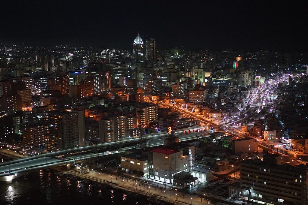新潟市の夜景 朱鷺メッセ展望室