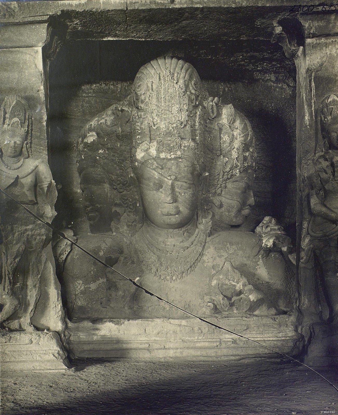 Пещерный храм в Элефанте (скульптурное изображение Тримурти) (2)