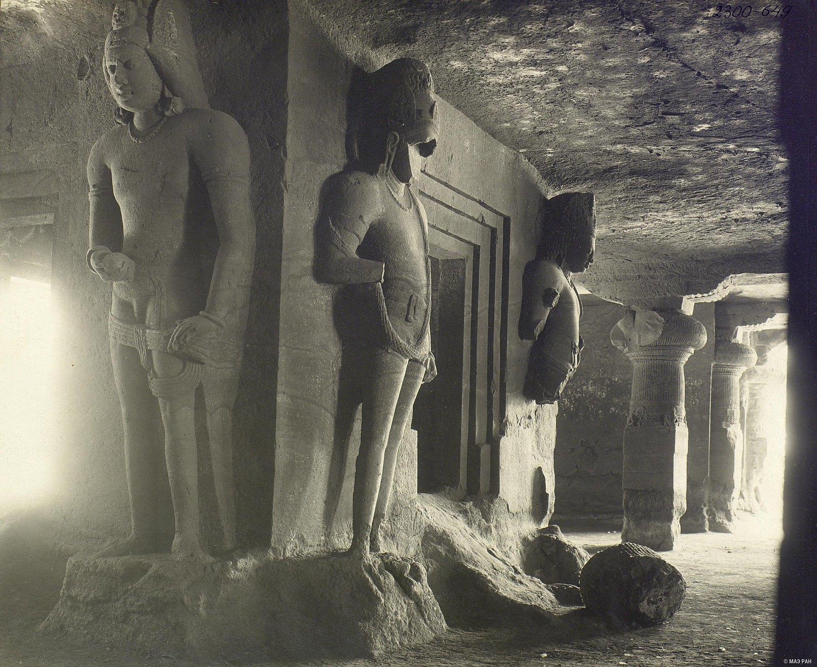 Пещерный храм в Элефанте (внутренний вид)1