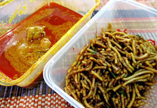 Mee goreng & more chicken curry