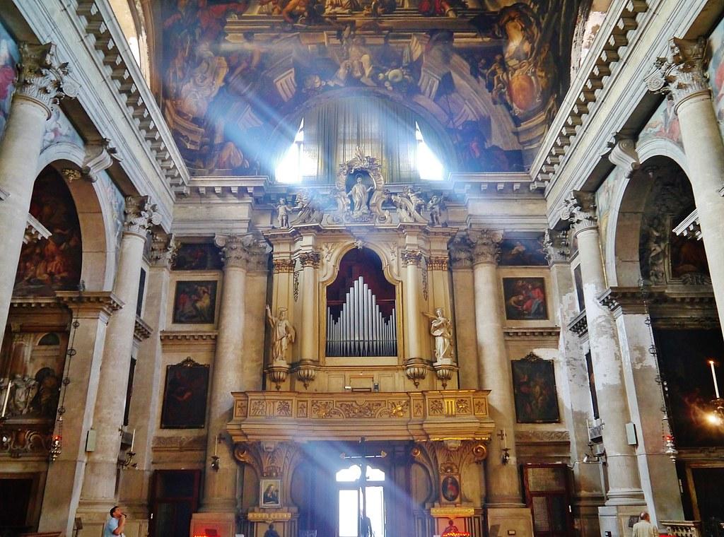 1280px-Venezia_Chiesa_di_San_Pantalon_Innen_Orgel