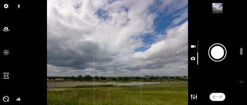 超広角カメラは画素数こそ揃えられているが、切り替えにはワンタップ必要で、ズームによるシームレスな切り替えはできないし、画角の微調整もできない。
