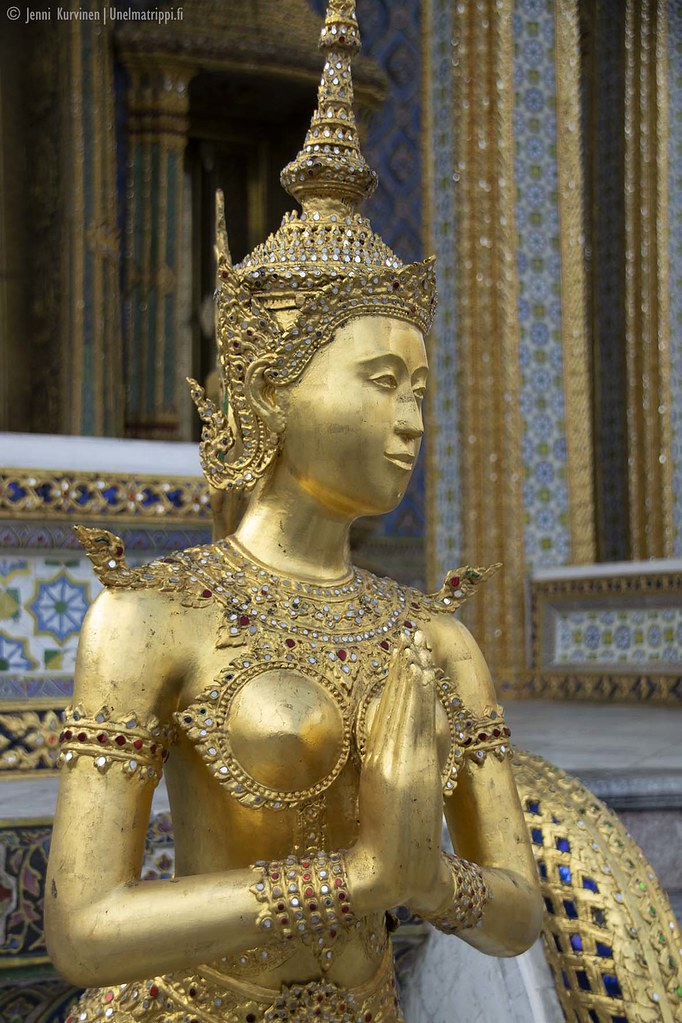 Kultainen patsas Suurella palatsilla