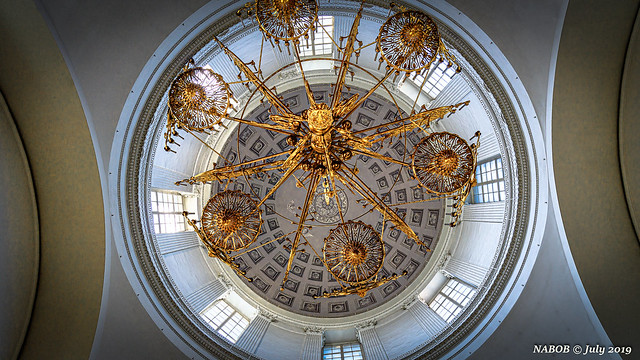 St Petersburg, Russia: Chandelier suspended from the dome of Sobor Svyatoy Zhivonachalnoy Troitsky Russian Orthodox Church