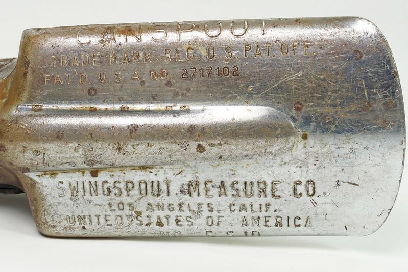 RD28715 Rare Vintage Long 23 inch Oil Can Pour Spout Flexible Flow Control Swingspout Measure Co. DSC05503