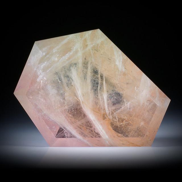 Beryll (Morganit / Heliodor) 204ct. Freiform facettiert ca.50x44x14mm