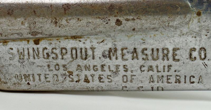 RD28715 Rare Vintage Long 23 inch Oil Can Pour Spout Flexible Flow Control Swingspout Measure Co. DSC05504