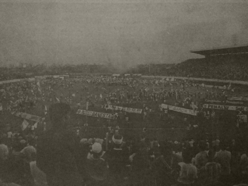 Torcida_Invade_o_campo_18-05-1980_FolhaDeLondrina