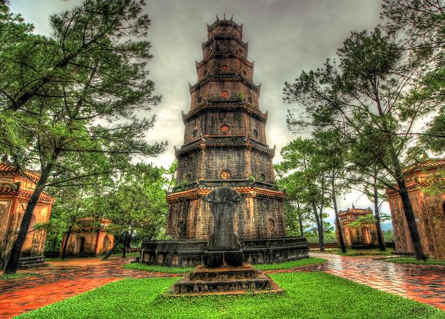 Huế VN - Thiên Mụ Pagoda 12