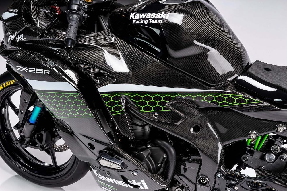 Kawasaki ZX-25R Racing Part 3