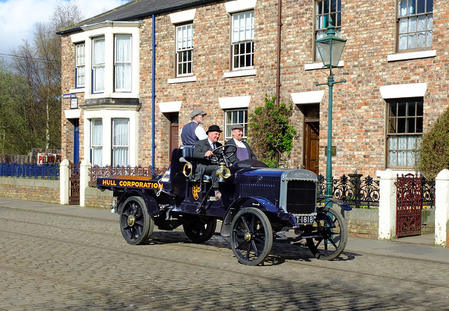 Thorneycroft Lorry ( Hull Corpn.) AT1818 in Town. Apr'14