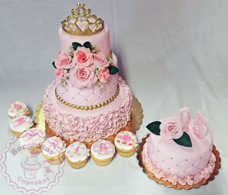 Cake by Grettel Mata Umaña of Boronitas Cupcakes
