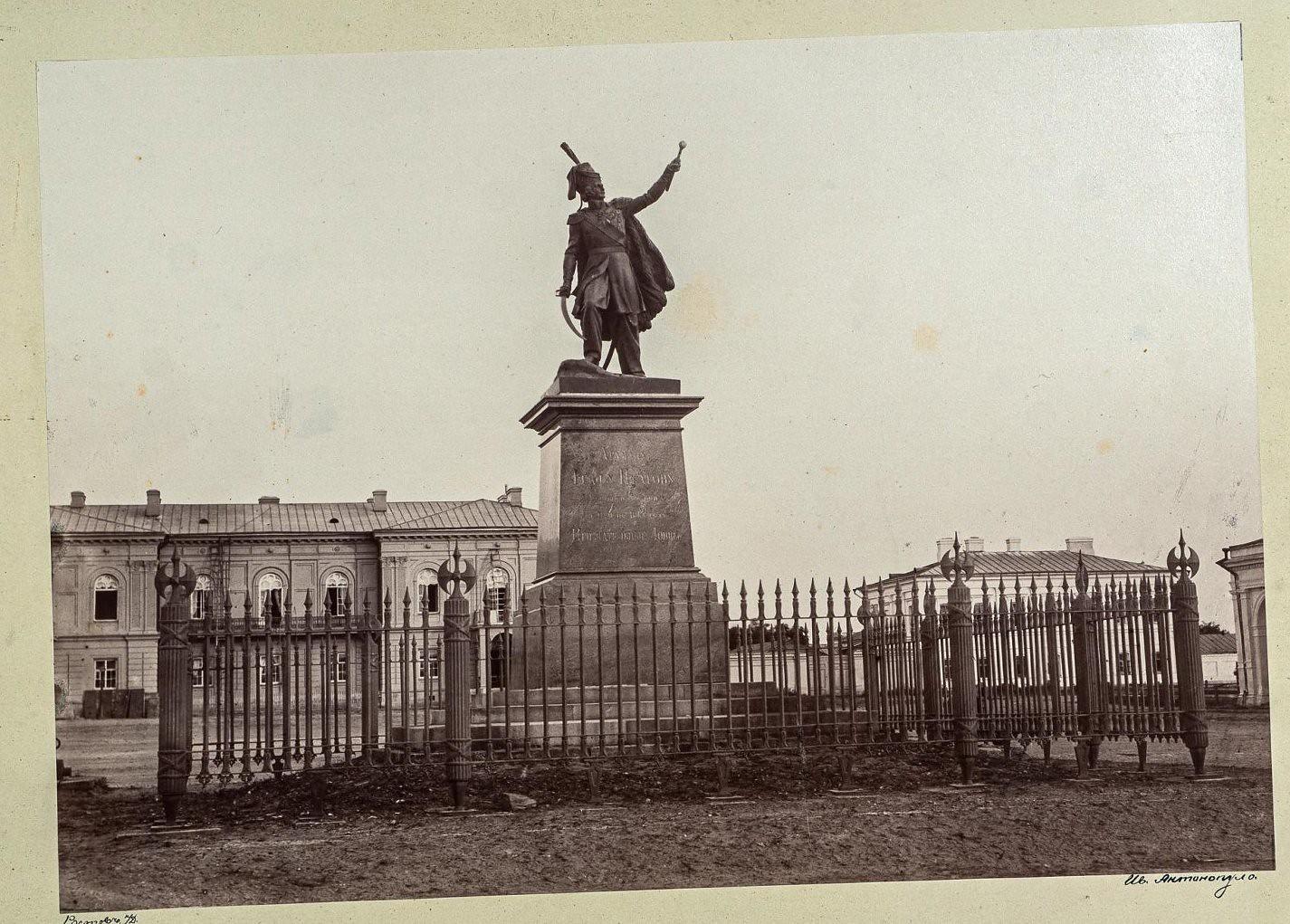 Новочеркасск. Памятник графу М.И.Платову в Атаманском сквере